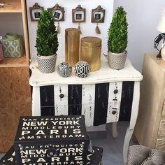 FELIZ LUNES #home #deco #decoracion #decor #design #interior #baul #blackandwhite #blancoynegro #comoda http://ift.tt/2sn9vw4