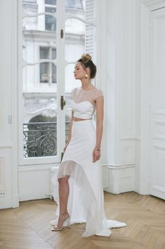 edb44b6ab 16 Crop-Top Wedding Dresses for Trendy Brides-To-Be