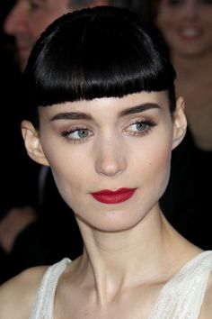short blunt fringe hairstyle - Rooney Mara - she emphasizes the lack of arch in her brows by repeating a straight horizontal with her bangs.