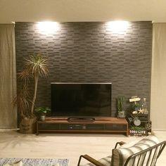女性で、4LDK、家族住まいのウォールナット/リビング/walnut/白 床/LED照明/LED…などについてのインテリア実例を紹介。(この写真は 2015-10-19 17:13:50 に共有されました) Home Living Room, Living Room Designs, Lcd Panel Design, Tv Entertainment Centers, Tv Cabinet Design, Tv Cabinets, New Homes, Room Decor, House Design