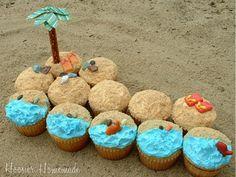 Beach-Cupcakes Pull Apart Cupcake Cake, Pull Apart Cake, Cupcake In A Cup, Cupcake Cookies, Ladybug Cupcakes, Kitty Cupcakes, Snowman Cupcakes, Tropical Cupcakes, Beach Cupcakes