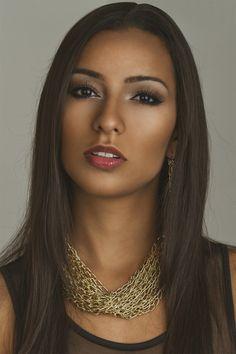 Alluring ethnic beauty Bollywood Makeup, Wolfsbane, Bright Eyes, Dark Hair, Black Girls, Ethnic, Face, Photography, Beauty