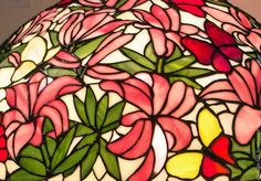 Настольная лампа Тиффани `Лилии`, стекло, D- 50 см, 810 деталей.