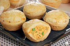 Empadinha de frango I Chef, Party Finger Foods, Empanadas, Junk Food, Ale, Buffet, Muffins, Food And Drink, Low Carb