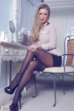 Ich aus NRW Deutschland stammend steh total auf Strumpfhosen :-) Nicht nur bei Frauen ;) ich zieh...