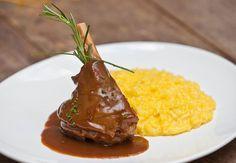 Stinco di agnello con risotto allo zafferano, prato do menu especial de Dia dos Pais do restaurante Serafina (Foto: Rafael Paiva / Divulgação)