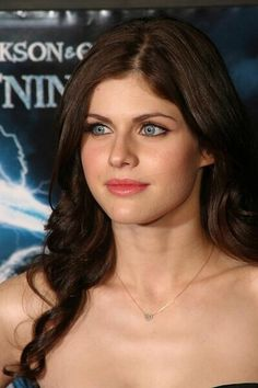 Are you a Soft Summer? Personal color analysis tells you the best colors for your skin tone. Alexandra Dadario, Alexandra Anna Daddario, Cute Eyes, Gorgeous Body, Soft Summer, Hollywood Celebrities, Beautiful Celebrities, Girls Eyes, Celebrity Pictures