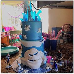 Frozen birthday cake with marshmallow snow monster. #frozencake #girlsbirthday #birthdaycake #ediblesugarglass