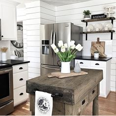 5 Playful Clever Ideas: Vintage Home Decor Farmhouse Farm Tables vintage home decor chic.Vintage Home Decor Table vintage home decor kitchen subway tiles.Vintage Home Decor Inspiration Joanna Gaines. Shabby Chic Vintage, Style Vintage, Vintage Design, Vintage Home Decor, French Vintage, Home Decor Kitchen, New Kitchen, Home Kitchens, Kitchen Ideas