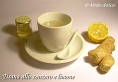Tisana allo zenzero e limone, ricetta bevanda. Questa tisana permette di godere di tutti gli effetti benefici dello zenzero, dalle note proprietà anti-infiammatorie, perfetto, dunque, se ci si è imbattuti in un raffreddore.
