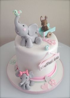 Image via Cute Jungle Animal Birthday Cake. With fondant Lion, Elephant, Crocodile, Hippo and Snake . Image via This would be a really cute baby shower cake! Pretty Cakes, Cute Cakes, Beautiful Cakes, Amazing Cakes, Fondant Cakes, Cupcake Cakes, Bolo Laura, Elephant Cakes, Pink Elephant