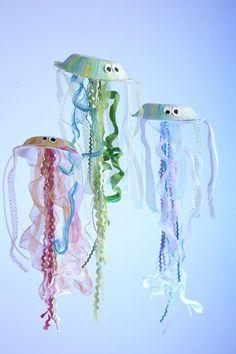 Quallen selber basteln. Tolle DIY Idee für deinen nächsten Kindergeburtstag
