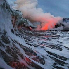 Firery water No Wave, All Nature, Amazing Nature, Science Nature, Nature Water, Amazing Grace, Volcan Eruption, Hawaii Landscape, Cool Pictures