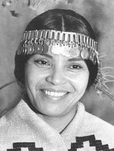 Aimé Painé, la voz del pueblo mapuche Dress Up Costumes, Narnia, Patagonia, Captain Hat, Beanie, Culture, Hats, People, Chile