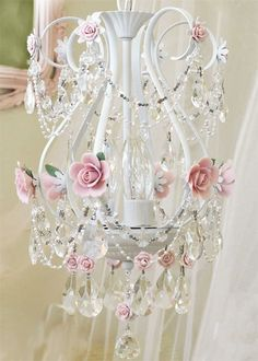 chandelier. I really want this, NOW :-)