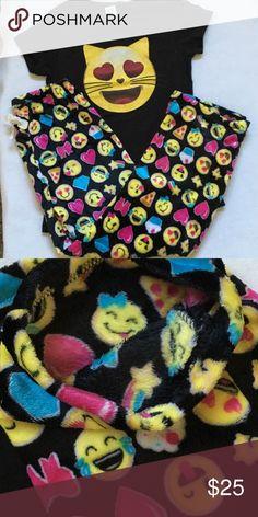 Emoji Loungewear/Sleepwear Set. Size L Emoji Loungewear/Sleepwear Set. Pants are Soft Micro Plush Inside and Outside. SO Warm and Comfy. Size L NWT Boutique Intimates & Sleepwear Pajamas