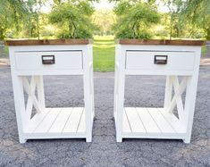 Farmhouse nightstand plans that will give your bedroom a Joanna Gaines farmhouse vibe. These free DIY nightstand plans are an easy step-by-step tutorial on how to recreate a farmhouse nightstand for your home. Diy Furniture Plans Wood Projects, Woodworking Furniture, Diy Woodworking, Wood Furniture, Custom Made Furniture, Cabinet Furniture, Luxury Furniture, Furniture Ideas, Nightstand Plans