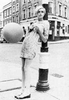 Mary Quant Swinging Sixties   è considerata l'inventrice della minigonna