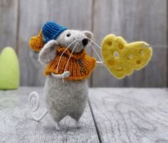Gift, Needle felted grey Mouse with cheese heart, Felt Animal, Mouse with hat scarf, Wool art, Fiber, yarn, Home decoration, NeighborKitty