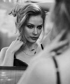 Mirror Photography, Portrait Photography Poses, Girl Photography, Best Profile Pictures, Stylish Girl Images, Girls Image, Celebs, Celebrities, Gorgeous Women