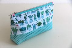 ᐅ Sew the perfect cosmetic bag: 10 brilliant tips & tric .- ᐅ Die perfekte Kosmetiktasche nähen: 10 geniale Tipps & Tricks sew the perfect cosmetic bag - Diy Handbag, Diy Purse, Quilting For Beginners, Sewing For Beginners, Easy Sewing Projects, Sewing Hacks, Sewing Diy, Sewing Tutorials, Diy Bags No Sew