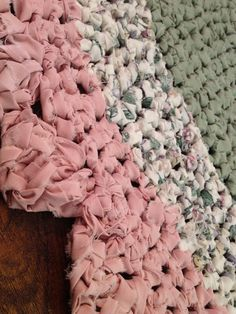 I would love to do this in my guest room in my color scheme Shabby Sheek Decor, Shabby Chic Rug, Shaby Chic, Shabby Cottage, Cottage Chic, Felt Ball Rug, Fabric Rug, Painted Floors, Colorful Interiors
