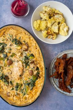 Koteletter i fad med et nymoderne twist - Julie Bruun Lchf, Keto, Danish Food, Food Crush, Always Hungry, Paella, Quiche, Food And Drink, Low Carb