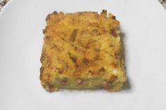Il gateau di patate o gattò di patate è un piatto tipico della tradizione culinaria della Campania, fatto con patate, formaggio, prosciutto cotto e uova.