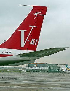 QANTAS old livery N707JT John Travolta plane