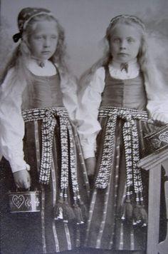 Girls from Delsbo, Hälsingland. http://www.genealogi.se/portratt/comment.php?id=509