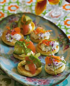 Blinis with red onion and salmon – Starter – Food – Isabellas – Recipes Tapas Recipes, Appetizer Recipes, Salmon Starter, Holiday Recipes, Great Recipes, Food Porn, Mini Appetizers, Scandinavian Food, Danish Food