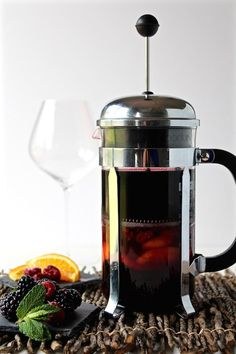 Learn 5 Ingenious ways for how to use a French press with step-by-step photos. You can do so much more than just make coffee! Best French Press Coffee, Best Coffee, Blackberry Sangria, Juice Smoothie, Smoothies, Tea Latte, Loose Leaf Tea, Whole Food Recipes, Drink Recipes