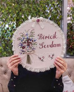 The image can contain: one or more people, text and outdoor activities - Katarine Luci Embroidery Hoop Crafts, Hand Embroidery Videos, Embroidery Flowers Pattern, Hand Embroidery Stitches, Modern Embroidery, Ribbon Embroidery, Embroidery Designs, Cross Stitch Quotes, Wedding Cross Stitch