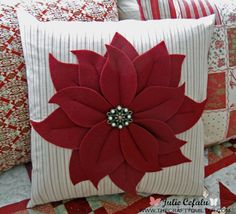 Christmas Countdown- It's time to start sewing The Crafty Quilter- Poinsettia Pillow Sewing Pillows, Diy Pillows, Decorative Pillows, Welcome To Christmas, Christmas Countdown, Christmas Projects, Holiday Crafts, Felt Pillow, Christmas Cushions