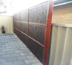 Best Images garden shed colourbond Thoughts Backyard garden outdoor sheds get a number of uses, like saving home debris as well as backyard preservation e. Outdoor Sheds, Outdoor Gardens, Outdoor Rooms, Garden Screening, Screening Ideas, Privacy Screen Outdoor, Side Garden, Shed Homes, Pool Fence