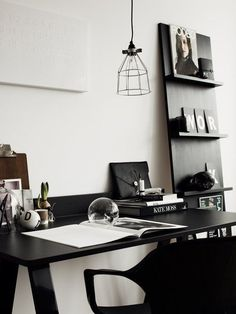 Vosgesparis: A work space in black! {DIY your own magazine rack}
