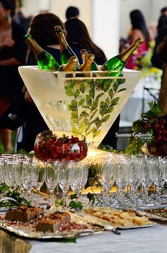 Wedding Ideas: Drink and appetizer's on same table