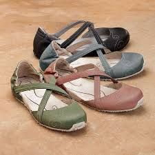 Ahnu Karma Shoes- Absolutely amazing shoes for travel! Designed for hiking, they are both durable and fashion conscious!