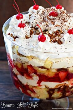 Banana Split Trifle 1 Box Yellow Cake Mix or Angel Food Cake Lg Pkg. Layered Desserts, Summer Desserts, Just Desserts, Delicious Desserts, Fruit Trifle Desserts, Trifle Pudding, Trifle Recipe, Punch Bowl Cake, Punch Bowls