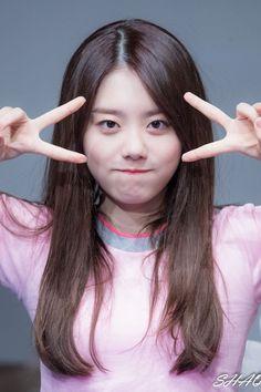 dedicated to female kpop idols. Kpop Girl Groups, Korean Girl Groups, Kpop Girls, Ioi Members, Kim Chungha, Jung Chaeyeon, Choi Yoojung, Cute Korean, Korean Actresses