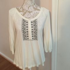 Blouse Pretty cream with black detail blouse. Worn once. 100% Rayon. In good condition. Very soft fabric. Size Medium Old Navy Tops Blouses