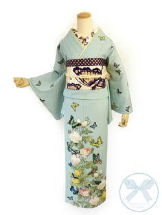 訪問着「薔薇と蝶のワルツ」 ペールブルー Yukata Kimono, Kimono Dress, Kimono Top, Japanese Costume, Japanese Kimono, Traditional Gowns, Modern Kimono, Japan Outfit, Ethnic Outfits