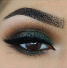 beautiful brown eyes with green eyeshadow # make-up … – Makeup 2019 Matte Makeup, Smokey Eye Makeup, Makeup For Brown Eyes, Skin Makeup, Eyeshadow Makeup, Eyeshadows, Smoky Eye, Eyeshadow Palette, Makeup Geek