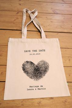 Tote bag en coton bio personnalisable pour annoncer votre mariage de manière originale. Green And Brown, Mint Green, Coton Bio, Save The Date, Reusable Tote Bags, Pure Products, Hunter Green, Spiritual, Wedding