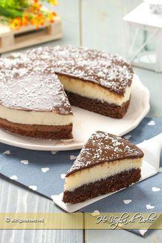 Torta cremosa al cocco e cioccolato un dolce fresco e goloso. Una base al cioccolato ed un cuore di crema al cocco e mascarpone. Ricetta facile e veloce