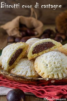 biscotti cuor di castagne Italian Cookie Recipes, Italian Cookies, Parkin Recipes, Biscuits, Romanian Food, Biscuit Cookies, Mini Desserts, Sweet Cakes, Christmas Treats