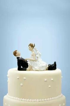 20 Humorous & Funny Wedding Cake Toppers that will have your guests ...