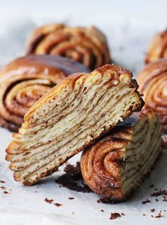 Super Swirly Cinnamon Buns - Get in my belly! #sweets #dessert