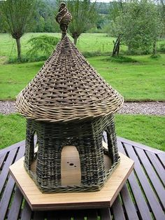 Richard and Sue Kerwood. UK Willow farm and weaving. Paper Basket Weaving, Willow Weaving, Weaving Art, Newspaper Basket, Newspaper Crafts, Fairy Garden Houses, Bird Houses, Environmental Sculpture, Basket Crafts