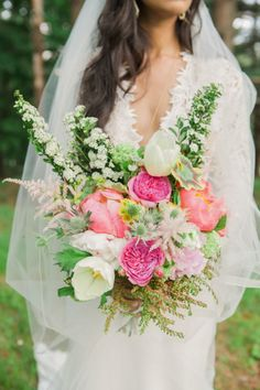 Springtime perfection: http://www.stylemepretty.com/new-england-weddings/2015/06/04/sweet-monday-photography-a-discount/ | Photography: Sweet Monday - http://sweetmondayphotography.com/
